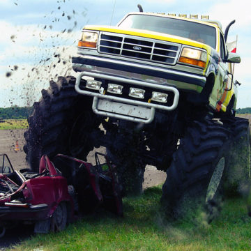 monster truck tratowanie wrakow